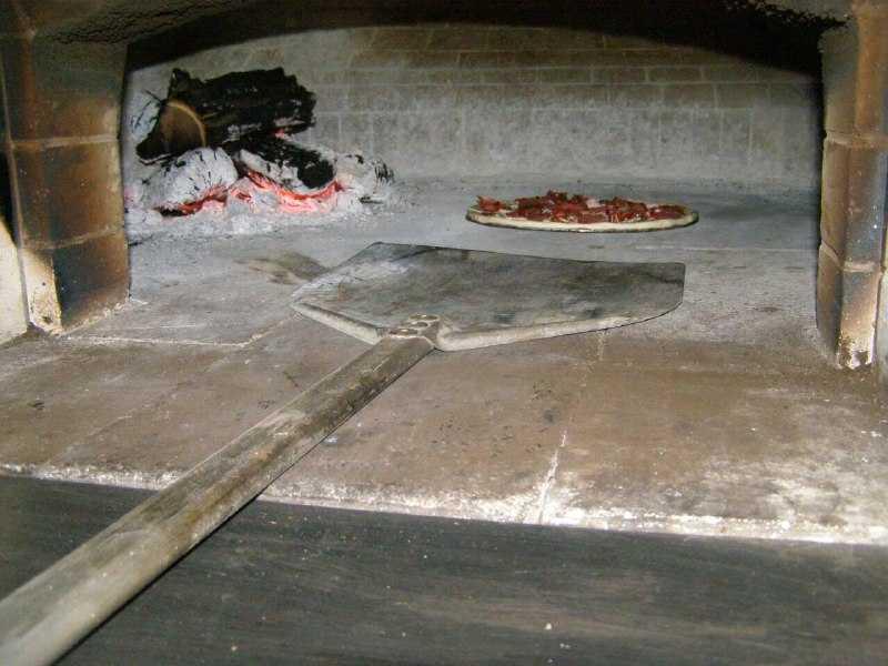 Какая правильная температура в печи для пиццы на дровах