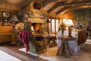 10 красивых каминов в отелях